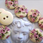 20 x  wooden buttons flower designs and other designs available