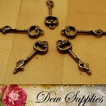 5pcs Vintage Style Antiqued Key Charms or Beads