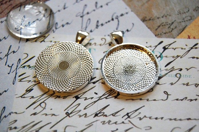 30 Round Silver Pendant Trays 25mm silver plated