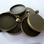 10 x Round 30mm antique bronze pendant trays