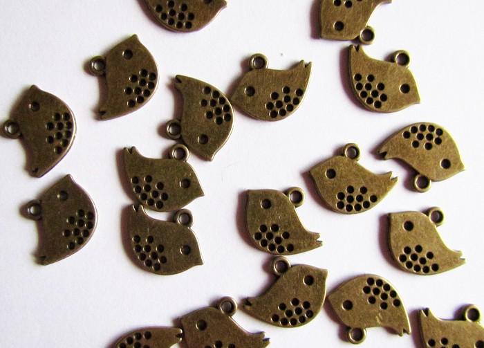 8 Antique Bronze Sparrow Charm Pendants