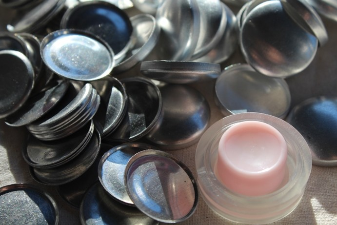 50 x FLAT BACK 19mm self cover buttons - including tool