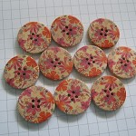 ~10 x cute large sweet floral orange + magenta painted wooden buttons~30mm