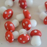 50% OFF! Glass Mushroom Beads x 20