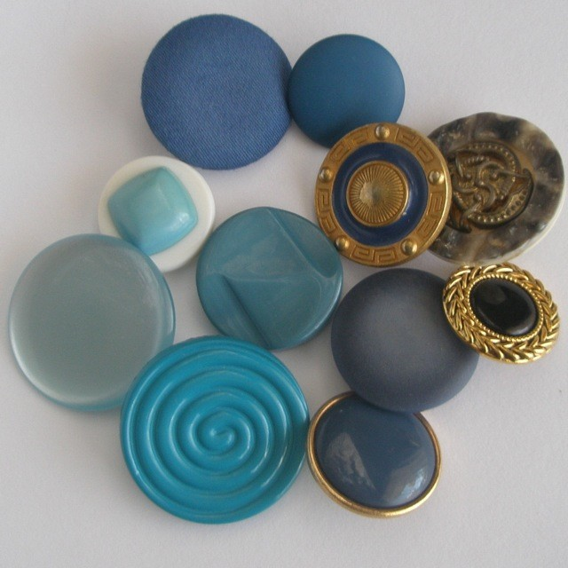 Turquoise shank buttons mix.