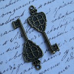 10 x Antique Bronze Crown Key Pendant