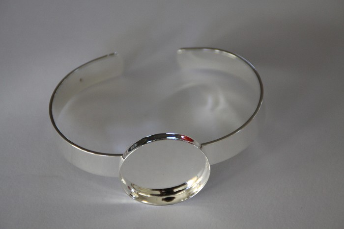 5 x Silver plated solid bangles with Round 25mm tray