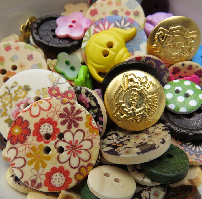 Bulk Assorted Buttons (150)