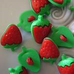 18 x strawberry shank button buttons plastic fruit shape