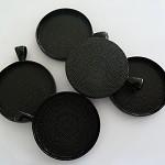 10 x Round 30mm black pendant trays
