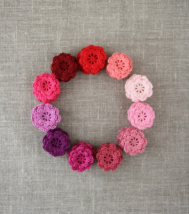 Pack of 5, winter berry crochet flowers in colours of your choice, pink, purple