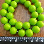 14mm Resin beads solid green 1 x strand of 30