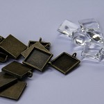 10 x 16mm SQUARE pendant trays and glass domes - Antique bronze