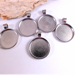 5x 1 inch silver cabochon pendant tray settings, great for resin work