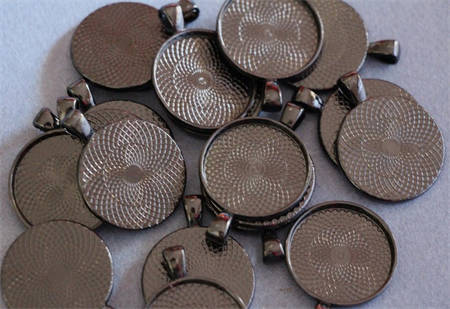 CLEARANCE 20 Black 25mm Round Pendant Trays