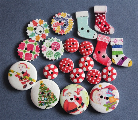 20 Mixed Printed Wooden Christmas Buttons