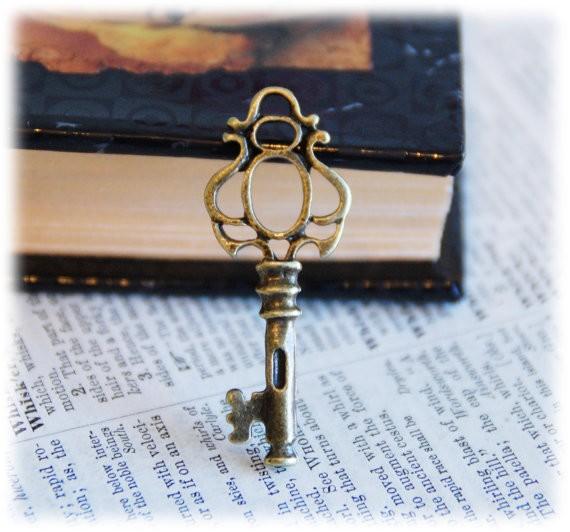 10 Pcs Vintage Style Antiqued Key Charms - Skeleton Old Bronze Color for Wedding