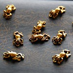 10 x Antique Golden Color Frog pendant charm 20mm, findings