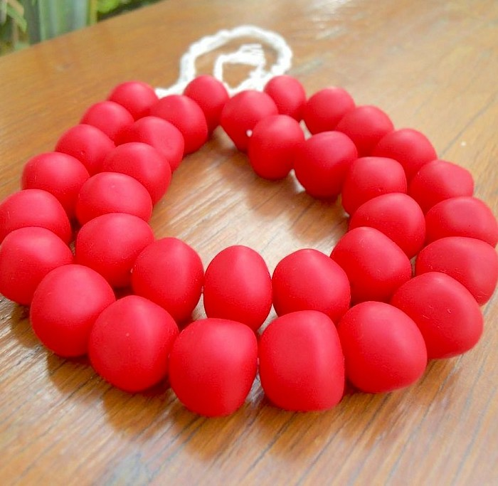 Resin nuggets solid red 15 x 10 mm approx 34 per strand