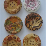 6 x Wooden Floral buttons