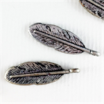 6 x metal feather charms