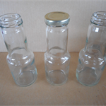 Sauce bottles with lids