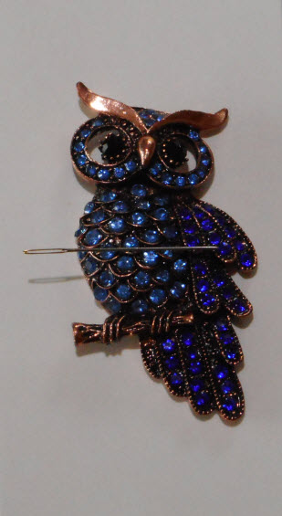Large Blue Owl needle minder