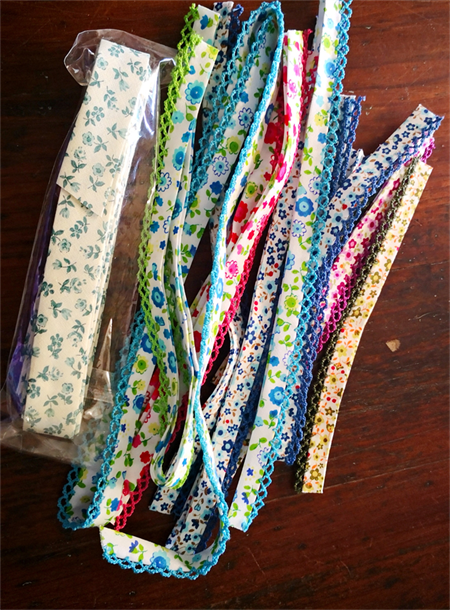 Pretty scrap pack of quality 'Liberty' style vintage floral bias binding trim