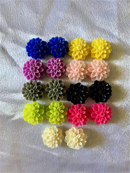 18 Resin Flower Cabochons 8 pairs
