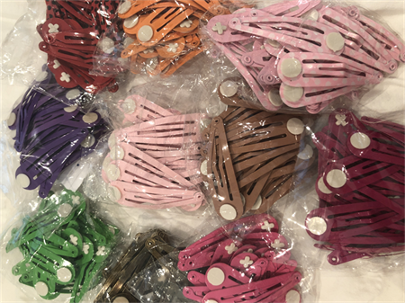 200 hair clips with glue pad -mixed colours