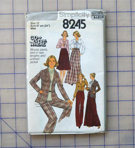 Simplicity 8245 Vintage uncut pattern. Size 12
